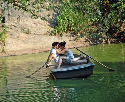 почему разбивается любовная лодка