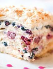 Слоеный торт, слоеный торт со свежими ягодами, свежие ягоды, крем, торт, ягоды, слоеный